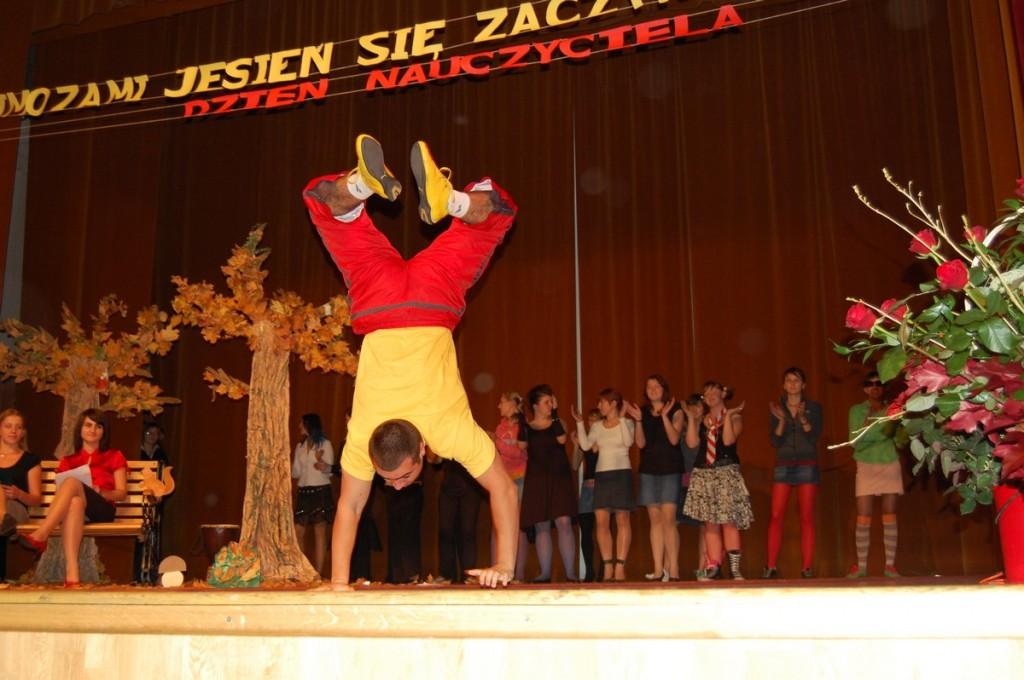 Artystyczne popisy uczniów z okazji Dnia Nauczyciela, 2007 r.